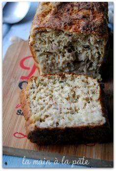 cake au thon olives sans matière grasse 280 grammes de thon au naturel poids égoutté 3 oeufs 250 millilitres de lait écrémé 60 grammes de farine 30 grammes de parmesan 20 olives vertes dénoyautées et coupées en petits morceaux 1 sachet de levure chimique des herbes de Provence sel et poivre