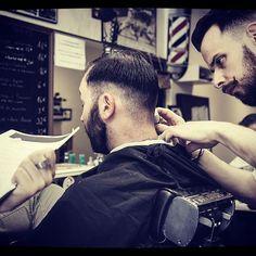 Bonjour bonjour ! #partagerunsavoirfaire #echanger #tailledebarbe #formationbarbier #toulouse #barbershop #barbier #tonsorschool #barber #beard #barbe #barbier #barber #barbershop #barbershopconnect #barbergang #barbershopconnect #barberworld #men #menstyle #fashion #fashionmen #frenchtouch #france #toulouse