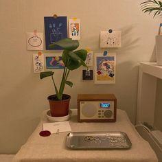home decor upcycle Bedroom Corner, Room Ideas Bedroom, Bedroom Wall, Bedroom Decor, Study Room Decor, Room Art, Minimalist Room, Pretty Room, Aesthetic Room Decor