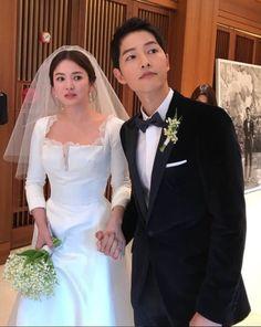 Korean Celebrities, Celebs, Song Joong Ki Cute, Wedding Couples, Wedding Day, Paul Kim, K Drama, Song Joon Ki, Korean Wedding