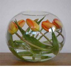 De tulpen net even anders in de vaas geeft al een groots effect.