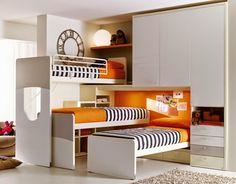 Tenho certeza de que um quarto com beliche triplo é uma grande e até mesmo mágica solução para qualquer pessoa que tenha três filhos. E...
