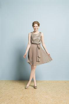 Sukienka z cekinami w ogóle nie potrzebuje dodatków...a plisowanie pięknie wygląda w ruchu! #moda #kolekcja #lato #wiosna #wiosna-lato 2014 #SS2014 #danhen #lookbook #cekiny #wesele