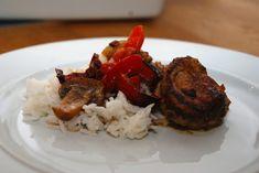 Svinemørbrad i fad: Dejlig hverdagsmad med svinemørbrad i fad, der laves sammen med champignon, peberfrugter og paprika. Opskriften er til fire personer.
