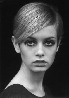 Top model Twiggy, 1960s mod look - the lower lashes are painted on.