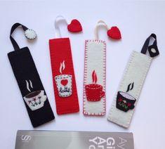 Fincan Figürlü Kitap Ayracı Diy Bookmarks, Crochet Bookmarks, Ribbon Bookmarks, Creative Bookmarks, Crochet Waffle Stitch, Felt Bookmark, Felt Gifts, Felt Books, Book Markers
