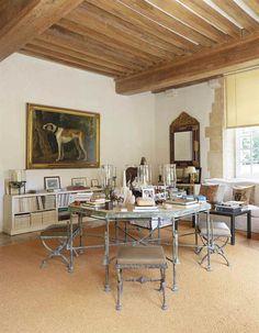 Chez Hubert de Givenchy, au manoir du Jonchet. Ensemble de quatre tabourets en X, troisième version, vers 19830. © Christie's Images Ltd 2017