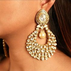 "Photo from Sanzany Jewellery ""Portfolio"" album Diamond Earrings Indian, Gold Jhumka Earrings, Jewelry Design Earrings, Earrings For Saree, Designer Earrings, Indian Wedding Jewelry, Indian Jewelry, Bridal Jewelry, Gold Jewelry"