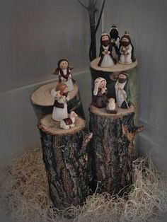 Love this way of displaying the individuals pieces of a Nativity set. Merry Christmas, Christmas Nativity Scene, Country Christmas, Christmas Home, Christmas Holidays, Christmas Crafts, Christmas Ornaments, Nativity Scenes, Christmas Villages