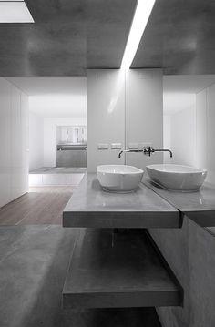 Apartamento Fonseca   Joao Tiago Aguiar Modern Bathroom Design, Bath Design, Kitchen Design, Concrete Bathroom, Bathroom Spa, Bathroom Ideas, Bauhaus, Agi Architects, Interior Minimalista