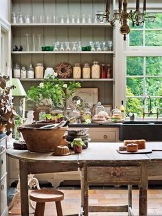 46 Top French Country Dining Room Design - 2020 Home design French Country Dining Room, French Country Kitchens, French Country House, French Country Decorating, Country Charm, Country Style, Country Life, English Cottage Kitchens, Rustic French Country