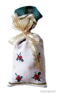 Ohje: Kestolahjapussi joululahjoille Diy And Crafts, Burlap, Reusable Tote Bags, Sewing, Amazing, Christmas, Ideas, Navidad, Hessian Fabric