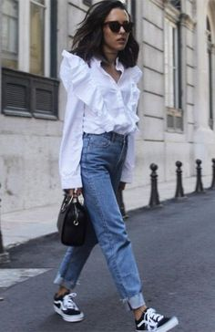 White shirt / Street style fashion / Fashion week / Source by marzenabugno and me outfits Mode Outfits, Casual Outfits, Fashion Outfits, Fashion Tips, Fashion Trends, Winter Outfits, Skirt Outfits, Spring Outfits, Runway Fashion