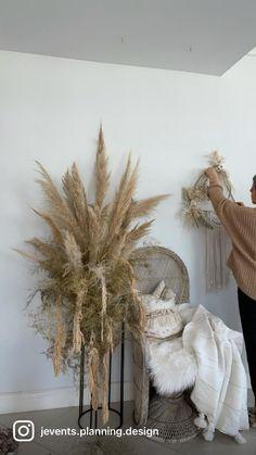 Dried Flower Arrangements, Vase Arrangements, Dried Flowers, Diy Wedding Backdrop, Diy Wedding Decorations, Deco Floral, Floral Design, Grass Centerpiece, Flower Shop Decor