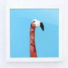 Animal géométrique en cuir rose sur fond bleu by Bluey Creation