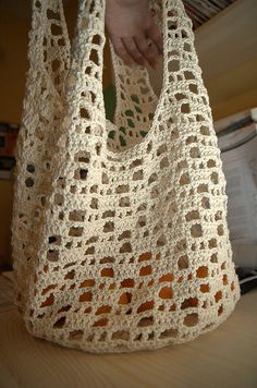 Crochet shopping bag, made with mercerized natural cotton. Pattern from a Japanese crochet book, ISBN 4529045234 Crochet Diy, Bag Crochet, Crochet Market Bag, Crochet Shell Stitch, Crochet Handbags, Crochet Purses, Love Crochet, Crochet Crafts, Crochet Stitches