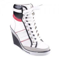 http://zapatosdefiestaonline.com/2014/07/23/modelos-de-tenis-con-tacon/