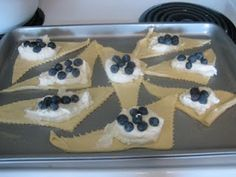 Blueberry Cream Cheese Croissants... can't wait to try these!!!! Yummm...