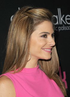 More Pics of Maria Menounos Half Up Half Down Maria Menounos Hair half up (another angle) Pulled Back Hairstyles, Side Hairstyles, Pretty Hairstyles, Front Hair Styles, Medium Hair Styles, Maria Menounos Hair, Hair Pinned Back, Growing Out Bangs, Hair Pulling