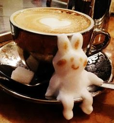 Kazuki Yamamoto is a Japanese barista who constructs eye-popping works of art using just foam and coffee. - New Latte Art From Japan! I Love Coffee, Coffee Break, My Coffee, Coffee Cups, Coffee Shop, Coffee Latte Art, Espresso Latte, Cappuccino Art, Espresso Cups