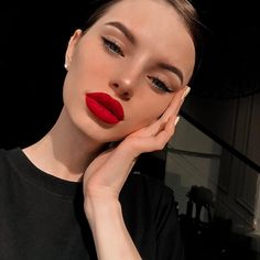 Red Lips Makeup Look, Makeup Eye Looks, Creative Makeup Looks, Pretty Makeup, Simple Makeup, Beauty Makeup, Eye Makeup, Makeup Goals, Hair Makeup