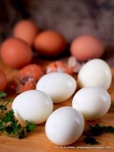 Gotowanie jajek jest takie proste? To dlaczego czasami trudno je obrać?