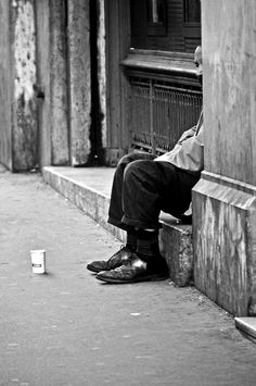 Le gobelet (The cup), The other face of Paris, France by Linstable photographie on 500px HomeLess, HomeLessNess, Sans Abris, Obdachlos, Senza Dimora, Senza Tetto, Poverty, Pobreza, Pauvreté, Povertà, Hopeless, JobLess, бідність, Social Issues, Awareness