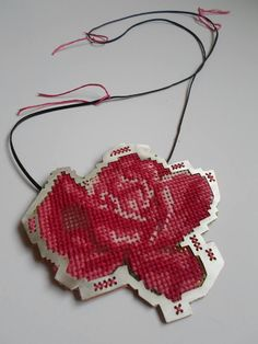 Human Touch - By Barbara Perrakis Thread Jewellery, Textile Jewelry, Jewelry Art, Weird Jewelry, Modern Jewelry, Handmade Necklaces, Handmade Jewellery, Bijoux Design, Creative Crafts