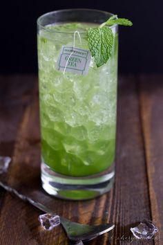 16 Unique Mojito Recipes to Kick Off Happy Hour - Brit + Co Pineapple Mojito, Watermelon Mojito, Mango Mojito, Blueberry Mojito, Sweet Cocktails, Refreshing Cocktails, Summer Drinks, Matcha, Frozen Mojito