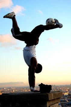 Quem será o melhor jogador freestyle do mundo? http://wnli.st/1OIdSII #futebol