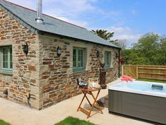Rating 5 Star PET FRIENDLY. Click picture to view next 5 months price and availability. This fabulous cottage is situated in Cornwall near the City of Truro and can sleep two adults and one baby in one bedroom. Two pets welcome.