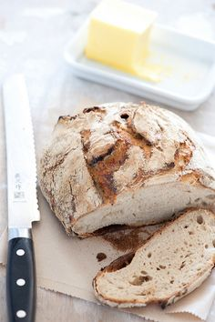 rustic homemade sourdough bread & butter by jules:stonesoup. Recipe for sourdough starter. Think Food, Love Food, Pan Comido, Bread Recipes, Cooking Recipes, Starter Recipes, Cuisines Diy, Artisan Bread, Bread Baking