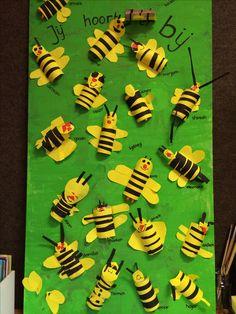 School bijtjes - jij hoort er bij! Bee Crafts, Preschool Crafts, Paper Crafts, Insect Activities, Spring Activities, Animal Crafts For Kids, Art For Kids, Egg Carton Crafts, Bee Party