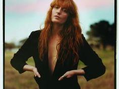 Un nuovo album e un ruolo nel film di Terrence Malick. Dall'infanzia in una stramba famiglia al successo con Florence + The Machine
