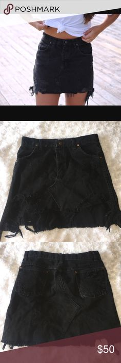 LF vintage skirt Brand new with no tags. Perfect condition. Fits a s/m LF Skirts