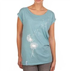 IRIEDAILY Pusteblume Tee || Das T-Shirt kommt mit Pusteblumen Print und ist extra für die warmen Tage etwas lockerer geschnitten.