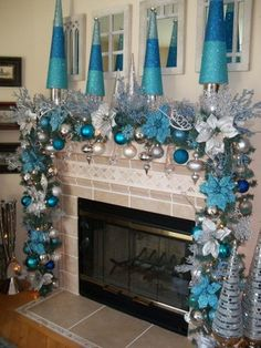 Here are best Blue Christmas Decor Ideas. From Blue Christmas Trees to Blue Christmas Home Decors to Turquoise decor to teal decor ideas / inspo are here. Blue Christmas Decor, Christmas Mantels, Elegant Christmas, Disney Christmas, Christmas Home, White Christmas, Turquoise Christmas Decorations, Christmas Garlands, Frozen Christmas Tree