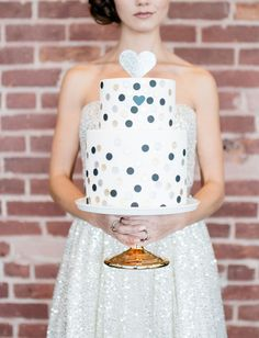 blue dotted new years cake