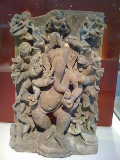 Ganesha - from India exhibit at the Chicago art museum a couple of years ago Ganesh Statue, Ganesha Art, Lord Ganesha, Sri Ganesh, Ganesha Painting, Indian Gods, Indian Art, Stone Sculpture, Sculpture Art