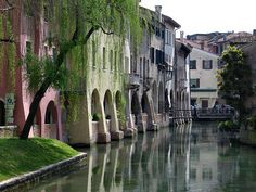Treviso... Dove il Sile e il Cagnan si accompagna (Dante, Paradiso, IX canto). Il Cagnan è formato dai torrenti Siletto, Buranelli e Pescheria, che sono in grande parte sotterranei.