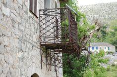 KALARYTES - EPIRUS - RAILING DETAIL Arch, Outdoor Structures, Detail, Garden, Travel, Longbow, Garten, Viajes, Lawn And Garden