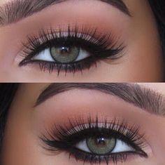 Eye Shadow: @morphebrushes 35W Palette Liner: @morphebrushes Black Gel Liner Lashes: @sweetheartlashes 'Heart Breaker'