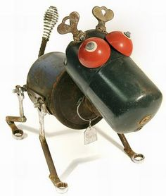 Recycled materials into funky toys or garden ornaments/ loooove! Recycled Robot, Recycled Metal Art, Recycled Art Projects, Recycled Materials, Recycled Crafts, Found Object Art, Found Art, Robot Animal, Assemblage Art