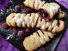Strudel cu fructe de padure Pastry And Bakery, Strudel, Sweets Recipes, Something Sweet, Vegan Desserts, Sushi, Sausage, Sweet Tooth, Smoothie