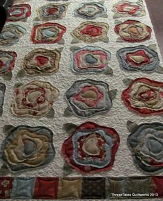 French Rose Quilt - good display of exceptional machine quilting Cute Quilts, Scrappy Quilts, Small Quilts, Rag Quilt, Easy Quilts, Quilting Projects, Quilting Designs, Quilt Design, Sewing Projects