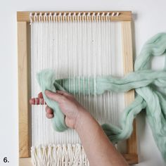 Weaving with Wool Roving - A Beautiful Mess Weaving Wall Hanging, Weaving Art, Loom Weaving, Wall Hangings, Weaving Projects, Fun Projects, Home Crafts, Diy Crafts, Roving Wool