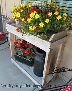 Cute potting bench made from pallets.  I think that I could actually make this!