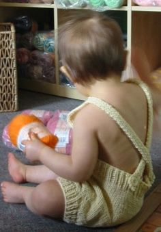 Free pattern for knitting a cutie sunsuit. Think I'll be making one of these for next summer!