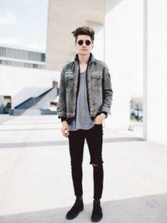 Tight black jeans, denim jacket and loose tee. #grunge #grungefashion #tightjeans #denim