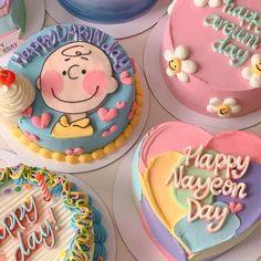 Pretty Birthday Cakes, Pretty Cakes, Cake Birthday, Mini Cakes, Cupcake Cakes, Korean Cake, Korean Dessert, Pastel Cakes, Frog Cakes